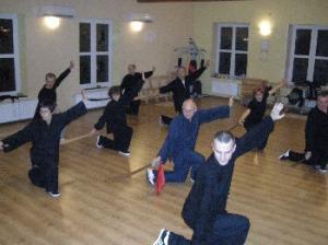 trening Tai Chi w Łodzi na Widzewie - grupa zaawansowana - forma z mieczem